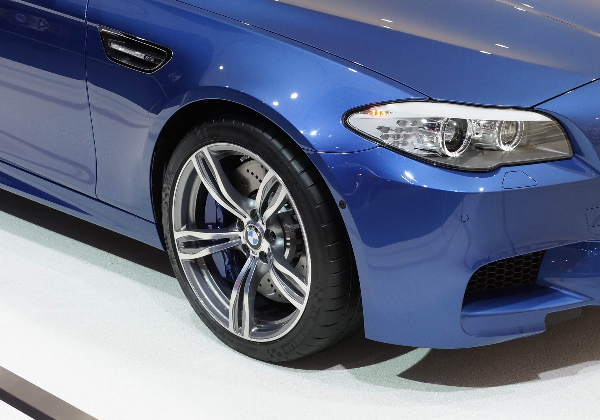 Michelin_BMWM5_1
